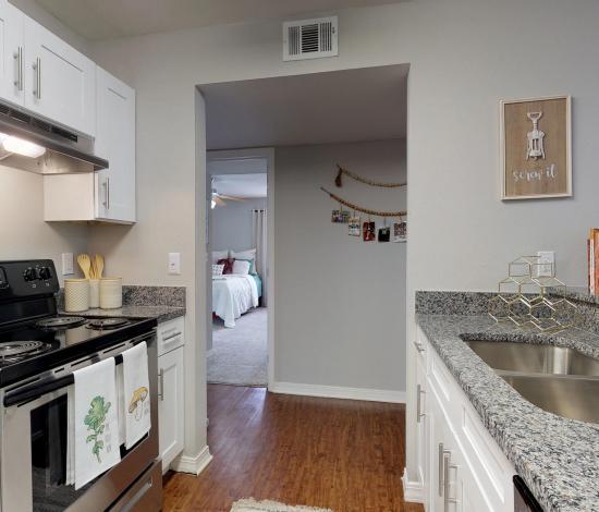 One-North-Urbana-Champaign-IL-Kitchen-Area-Unilodgers