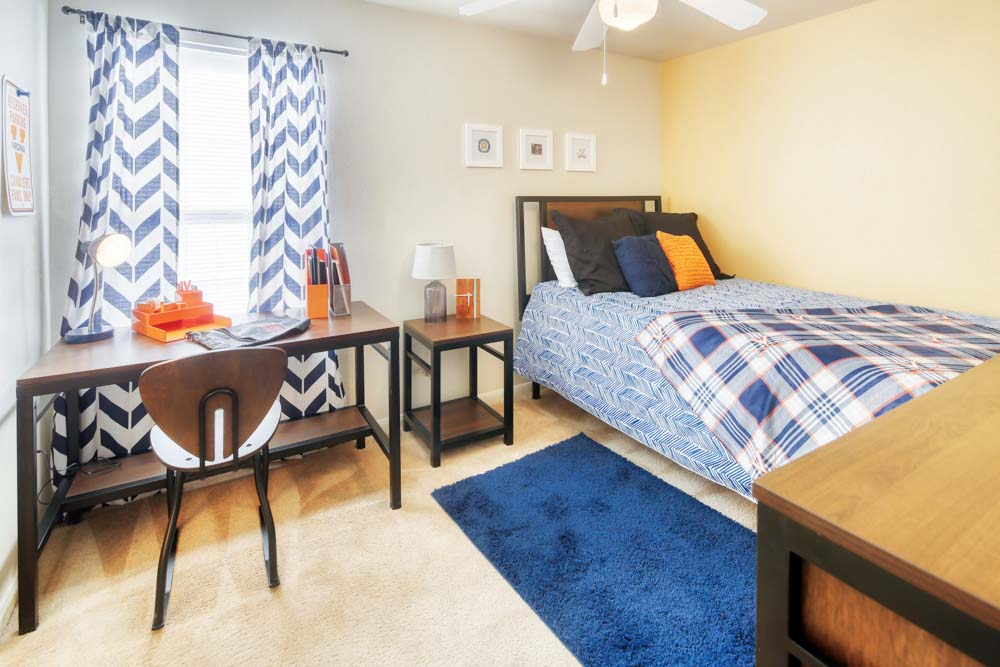 Cavalier-Crossing-Chalottesville-Virginia-Bedroom-1-Unilodgers