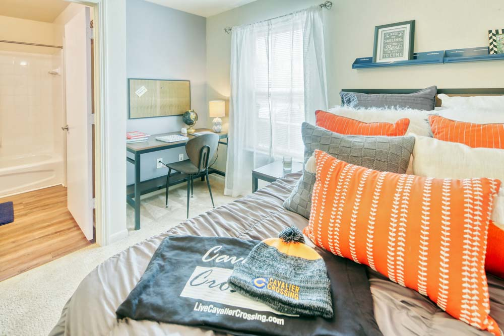 Cavalier-Crossing-Chalottesville-Virginia-Bedroom-Unilodgers