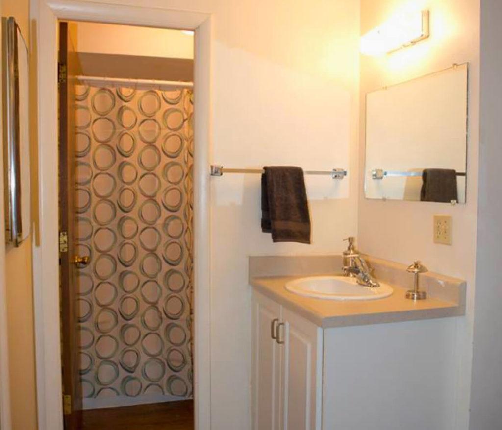 Alpine-Flats-Logan-UT-Bathroom-Unilodgers