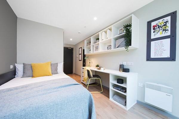 Battery-Park-Birmingham-Bedroom-Unilodgers.jpg