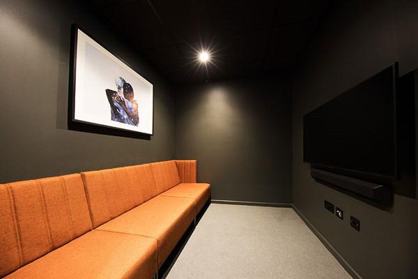 Battery-Park-Birmingham-Cinema-Room-Unilodgers.jpg