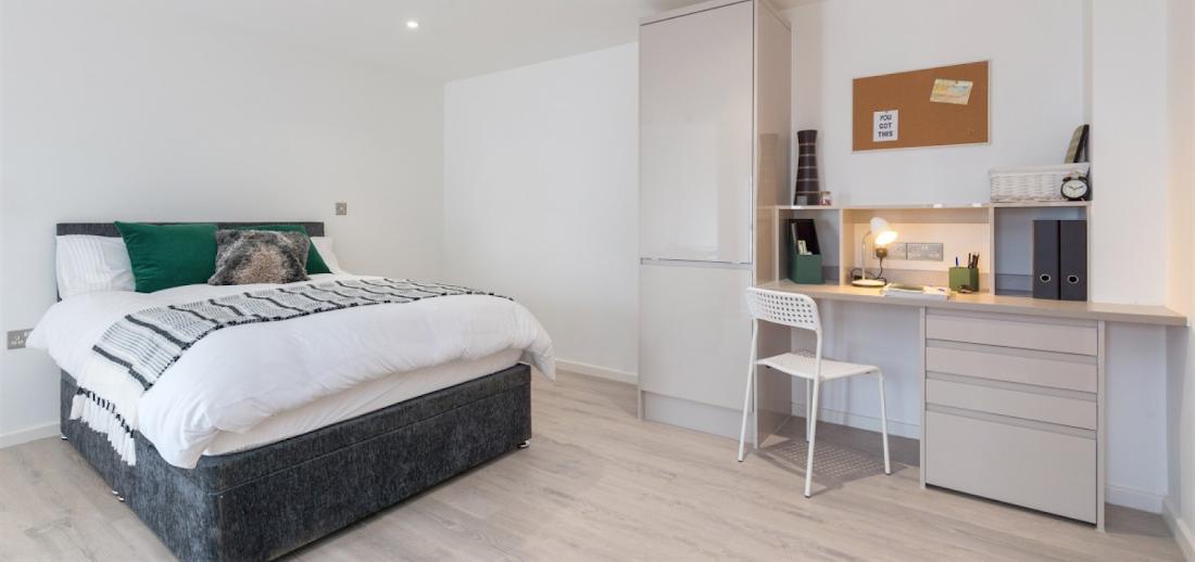 Verney-Street-Exeter-Bedroom-Unilodgers
