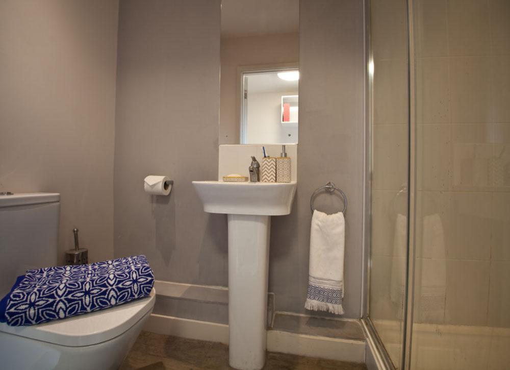 Alwyn-Court-Cardiff-Bathroom-Unilodgers