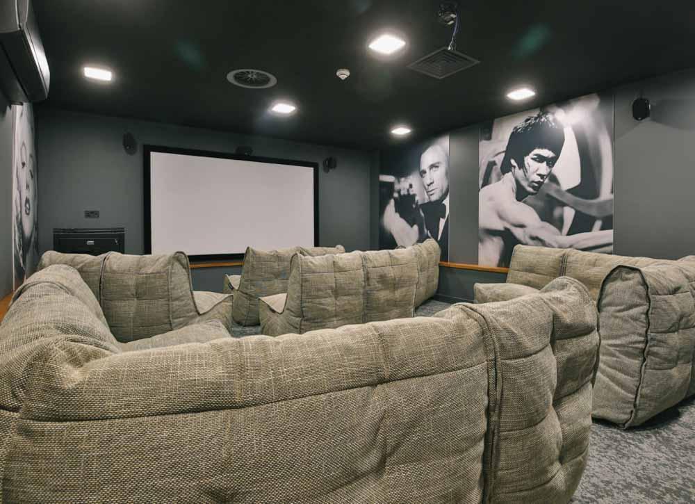 Alwyn-Court-Cardiff-Cinema-Room-Unilodgers