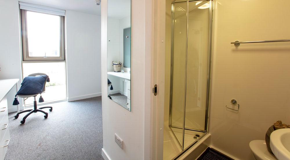 East-Shore-St-Andrews-Bathroom-Unilodgers