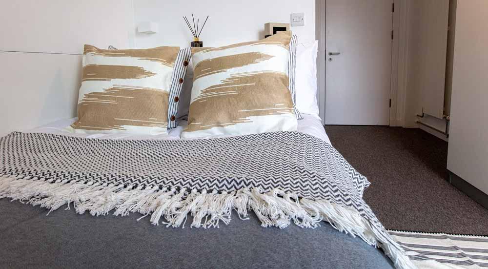 East-Shore-St-Andrews-Bedroom-Unilodgers