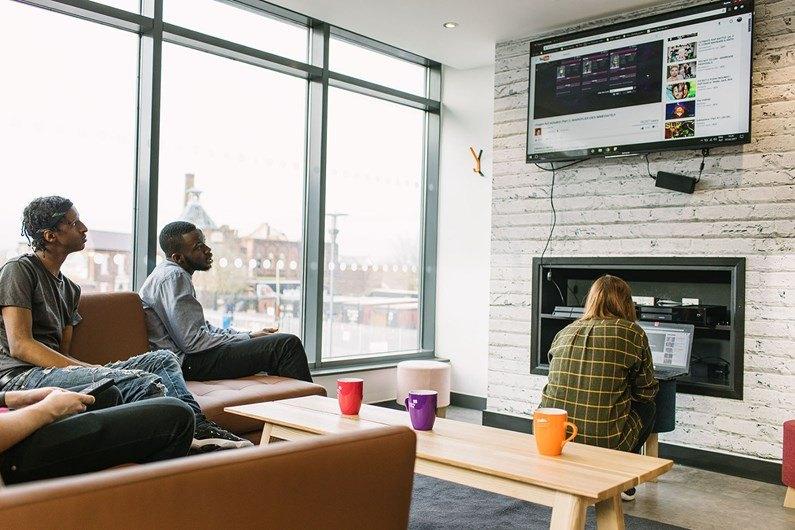 Liberty-Heights-Wolverhampton-TV-Lounge-1-Unilodgers