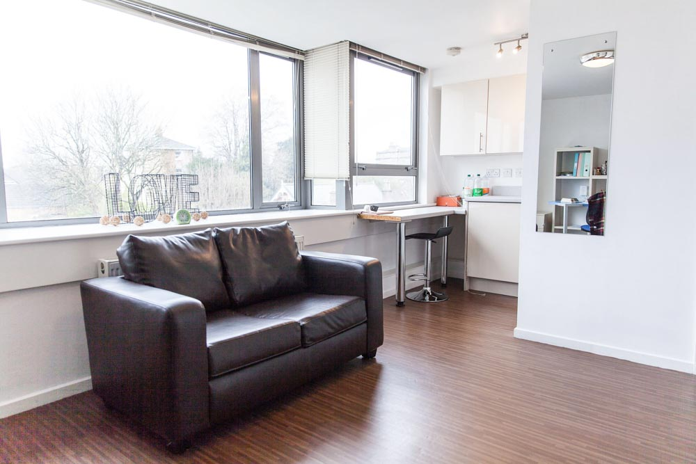 Holly-Court-Bristol-Kitchen-With-Sofa-Unilodgers
