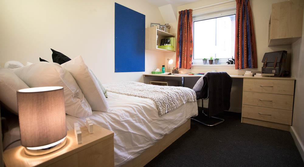 College-Court-Stroke-On-Trent-Bedroom-Unilodgers