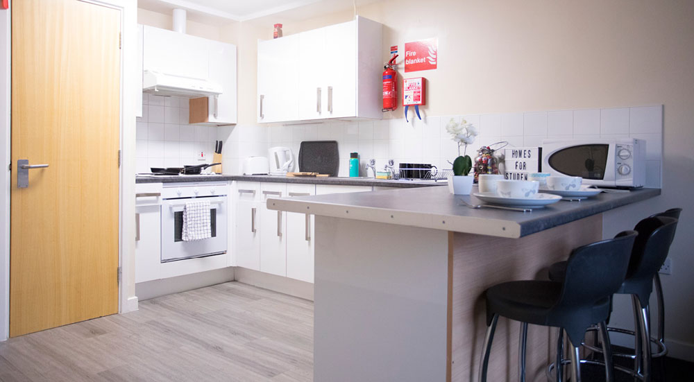 College-Court-Stroke-On-Trent-Kitchen-Unilodgers