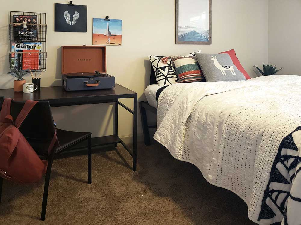 Redpoint-West-Tennessee-Tallahassee-FL-Bedroom-Unilodgers