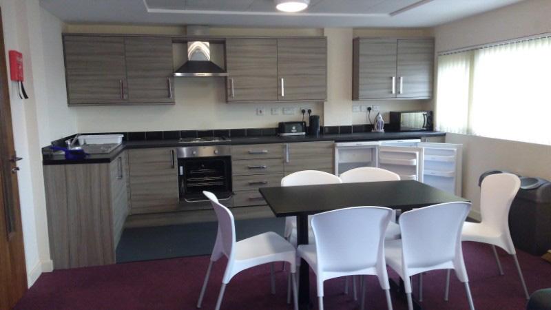 Lomax-Halls-Stoke-on-Trent-Kitchen-Unilodgers