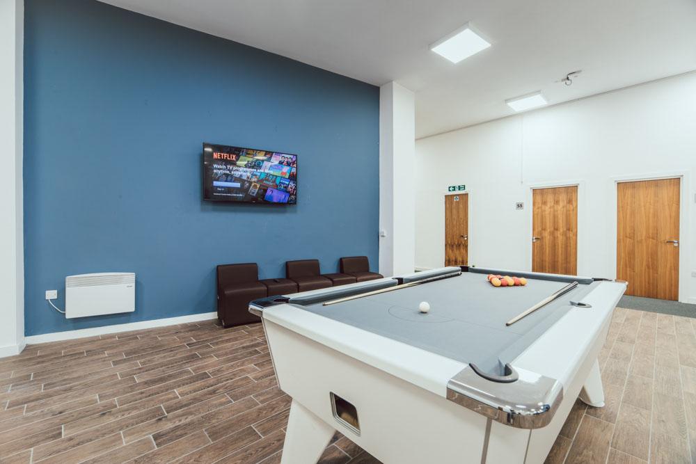 Lomax-Halls-Stoke-on-Trent-Pool-Table-Unilodgers