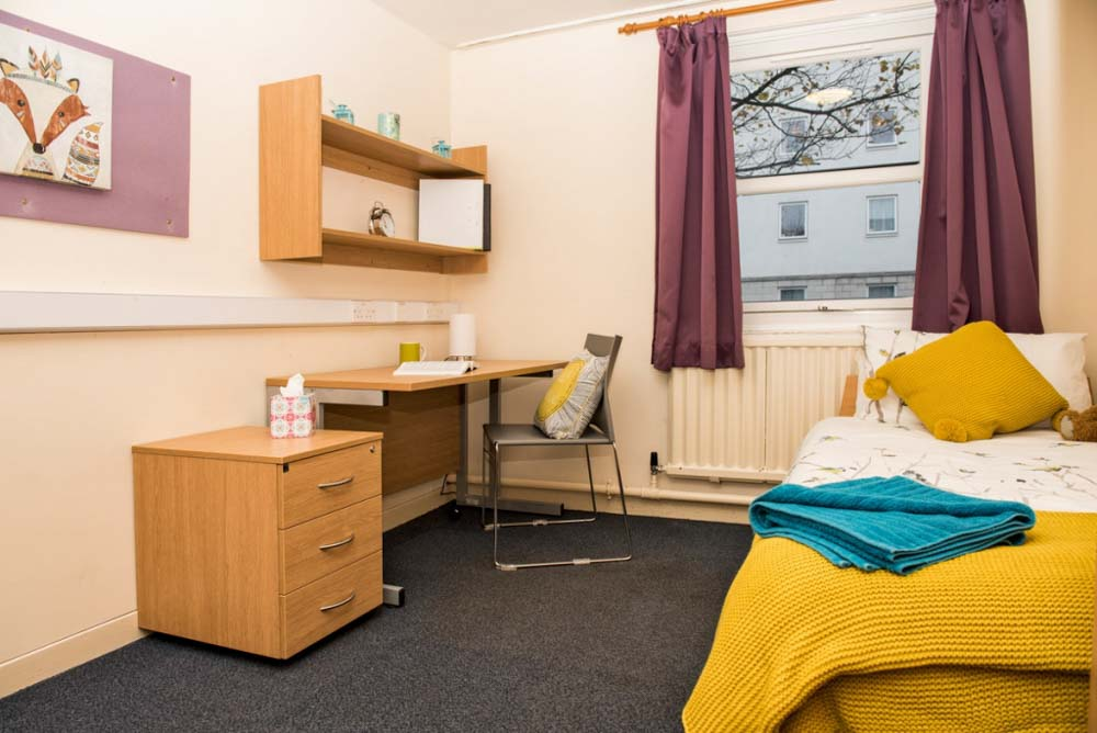 Wavell-House-Aberdeen-Bedroom2-Unilodgers