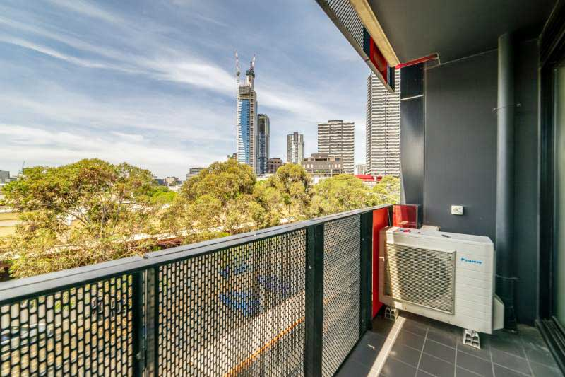 304-253-Franklin-Street-Melbourne-Student-Accommodation-Melbourne-Balcony-Unilodgers