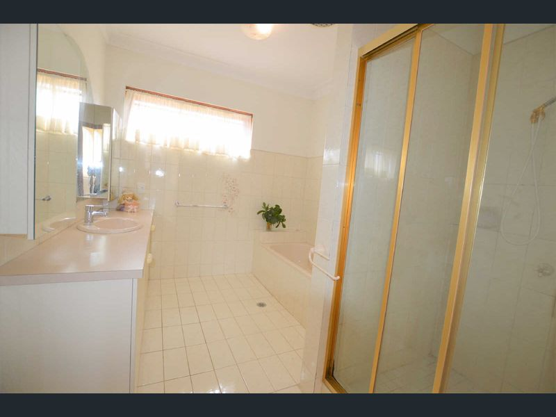 5-Longstaff-Street-Carnegie-Student-Accommodation-Melbourne-Bathroom-2-Unilodgers