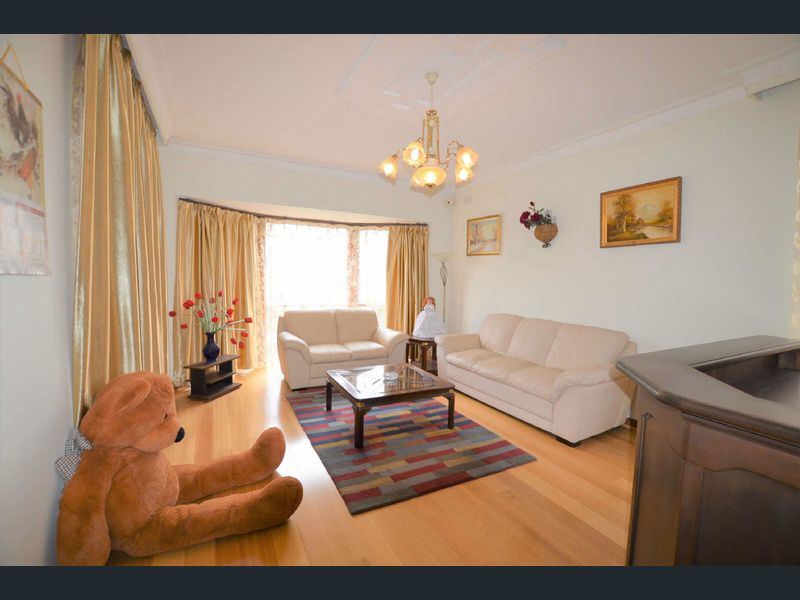 5-Longstaff-Street-Carnegie-Student-Accommodation-Melbourne-Living-Room-Unilodgers