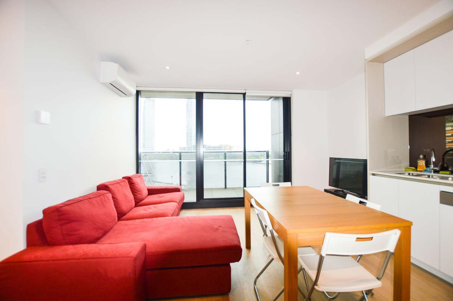 212-915-Collins-Street-Melbourne-Student-Accommodation-Melbourne-Living-Area-Unilodgers