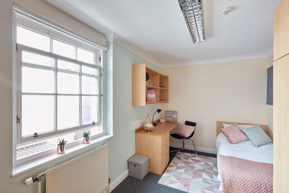 Agnes-Jones-House-Liverpool-Bedroom-2-Unilodgers