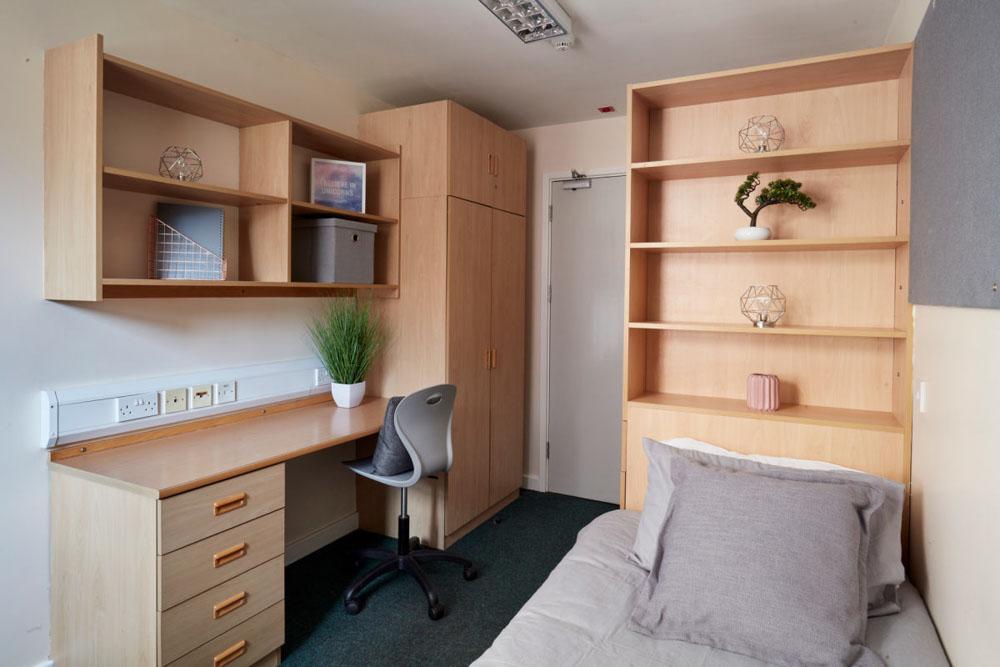 Agnes-Jones-House-Liverpool-Study-Desk-Unilodgers
