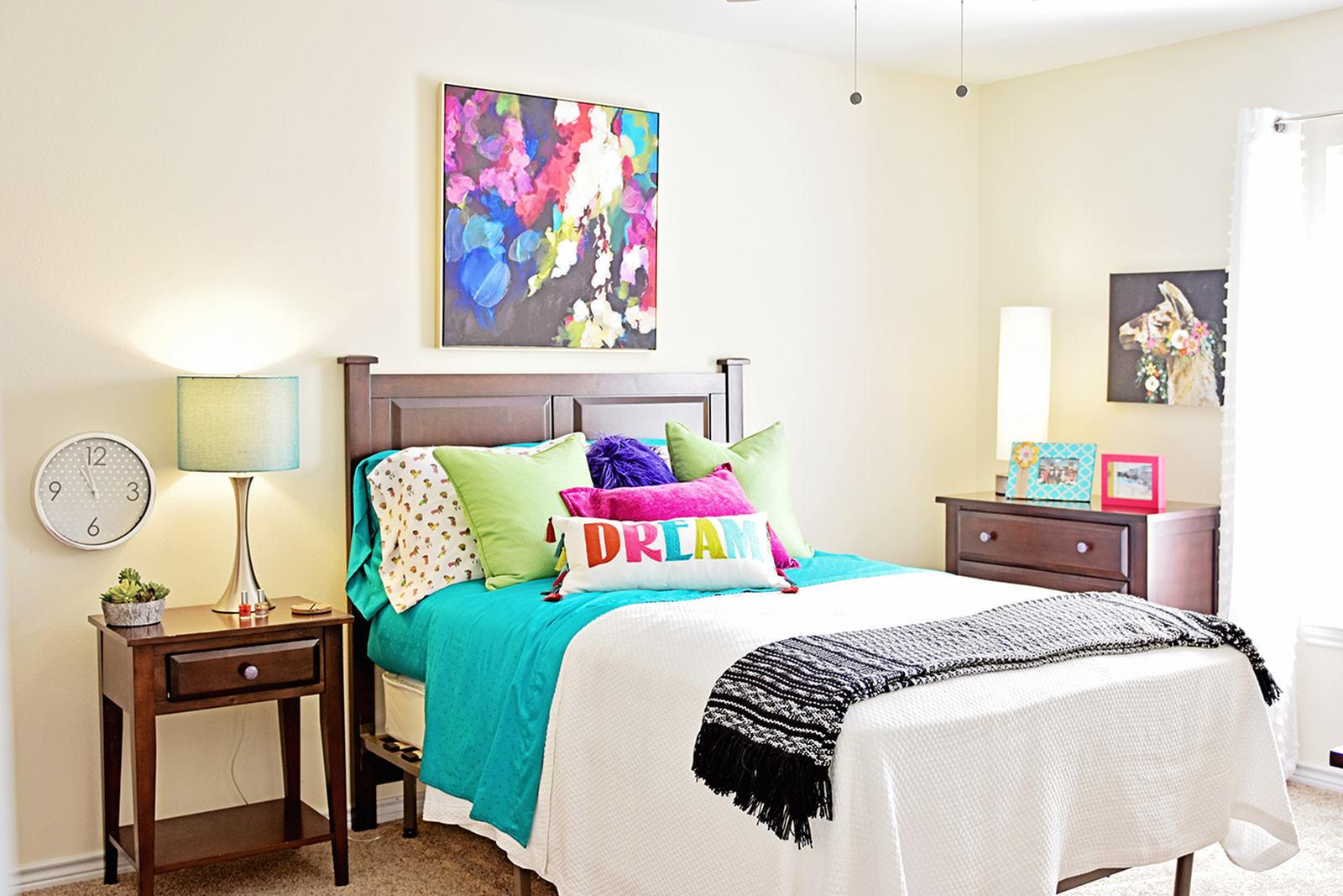 The-Overlook-At-Nacogdoches-TX-Bedroom-Unilodgers