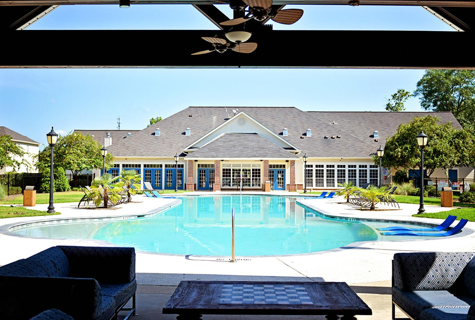The-Overlook-At-Nacogdoches-TX-Resort-Style-Pool-Unilodgers