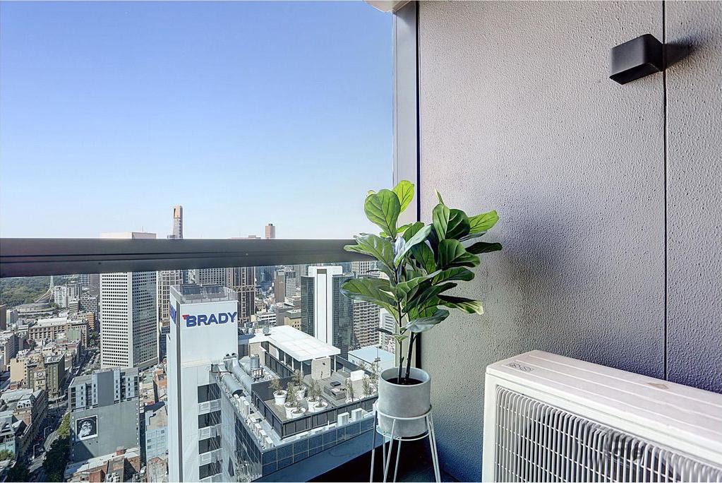 4307-285-La-Trobe-Street-Melbourne-Student-Accommodation-Melbourne-Balcony-Unilodgers