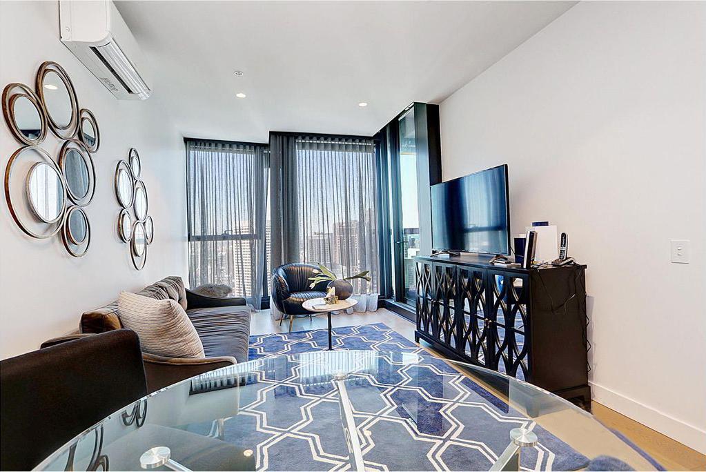 4307-285-La-Trobe-Street-Melbourne-Student-Accommodation-Melbourne-Livin-Area-With-Sofa-Unilodgers