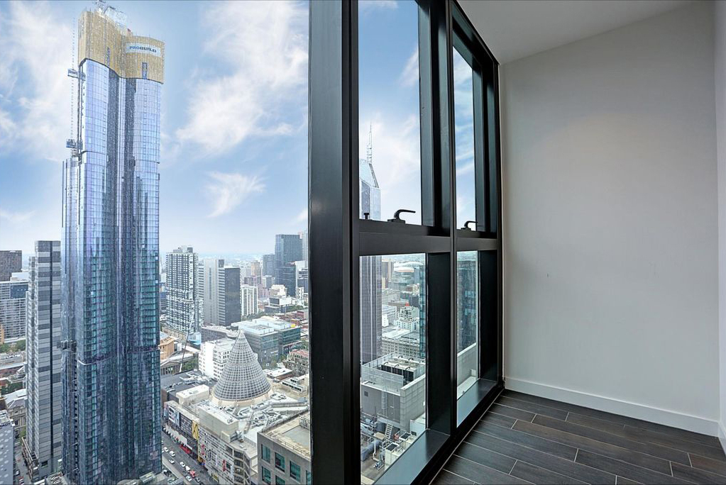 4809-135-A'Beckett-Street-Melbourne-Student-Accommodation-Melbourne-Balcony-View-Unilodgers