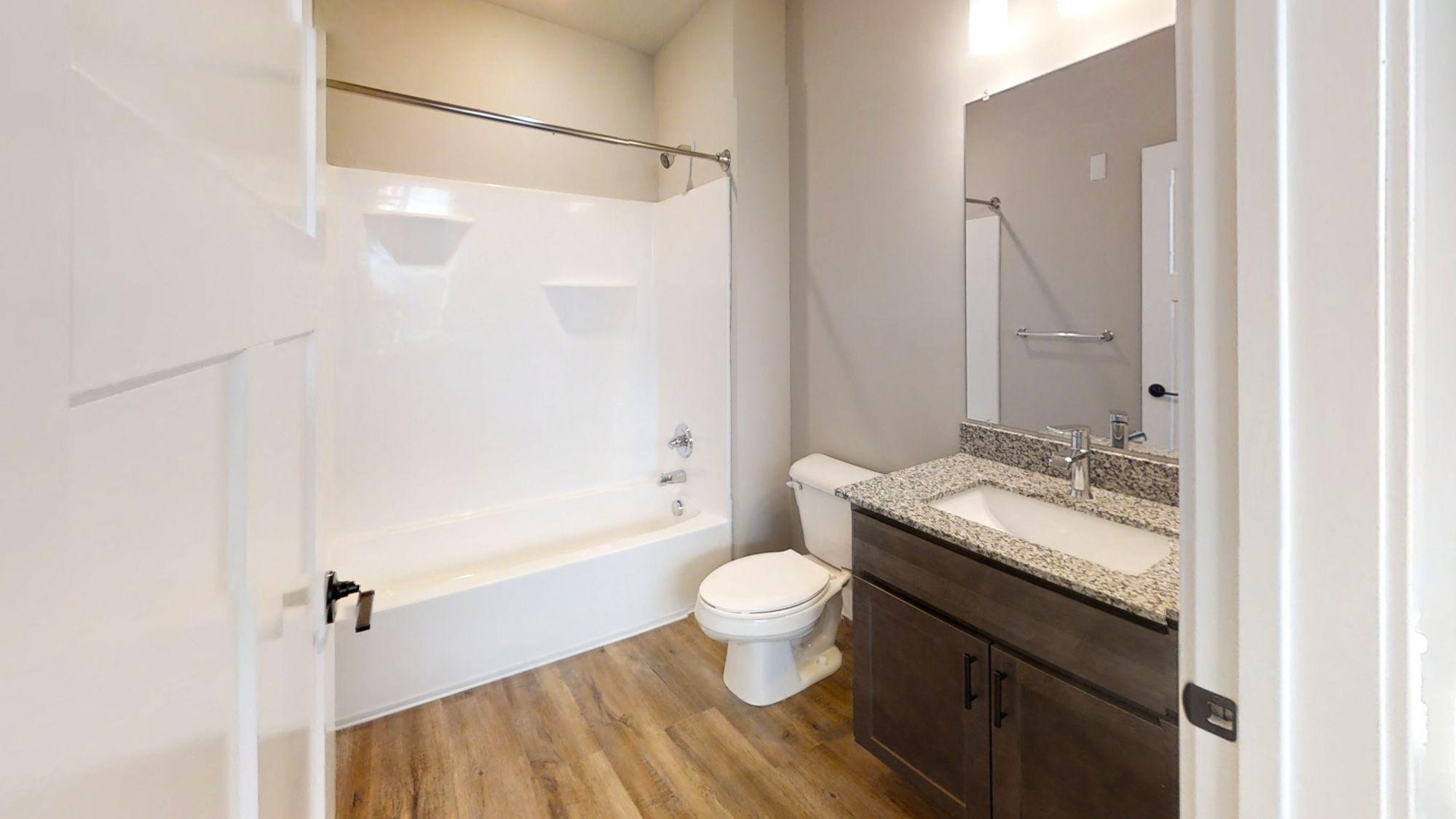 55-E-Green-Champaign-IL-Bathroom-Unilodgers