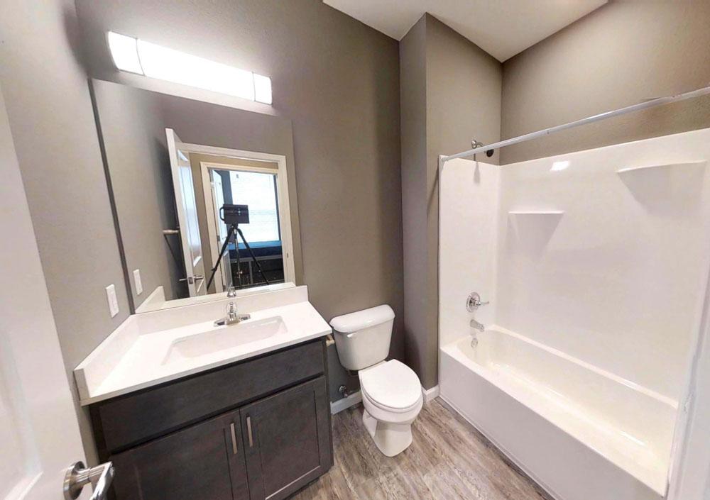 809-W-Nevada-Urbana-IL-Bathroom-Unilodgers