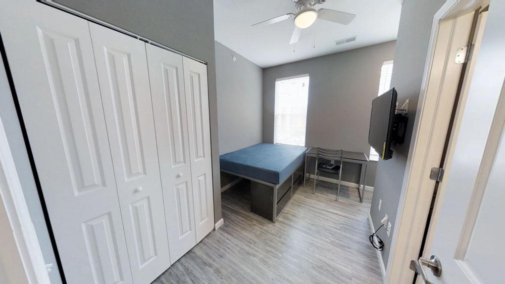 809-W-Nevada-Urbana-IL-Bedroom-Unilodgers
