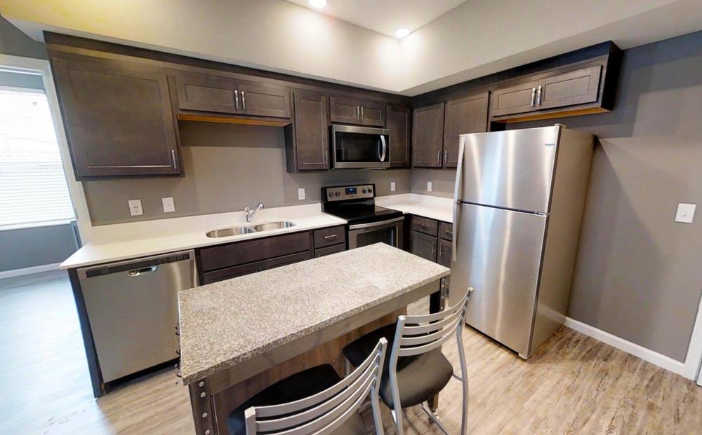 809-W-Nevada-Urbana-IL-Kitchen-Unilodgers