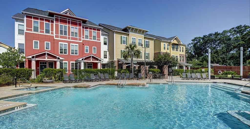 U-Club-on-Woodward-Tallahassee-FL-Swimming-Pool-Unilodgers