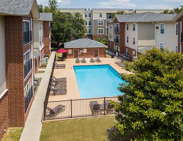 University-Village-Tallahassee-Fl-Swimming-Pool-Unilodgers