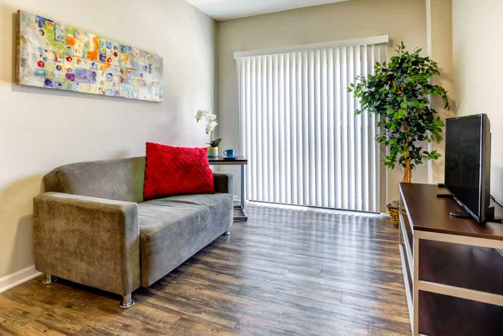 Overlook-at-Notre-Dame-South-Bend-In-Living-Room-2-Unilodgers