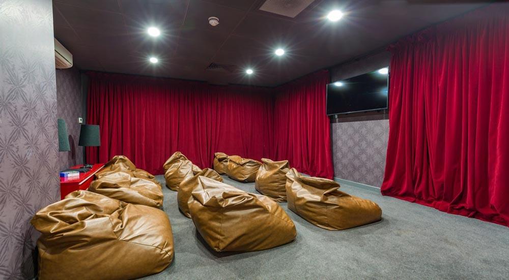 Gallery-Apartments-Glasgow-Cinema-Room-Unilodgers