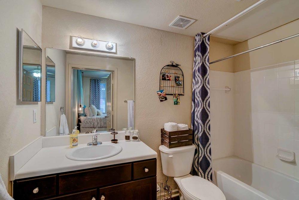 GrandMarc-at-Tallahassee-FL-Bathroom-Unilodgers