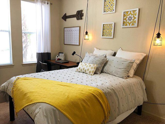 GrandMarc-at-Tallahassee-FL-Bedroom-Unilodgers