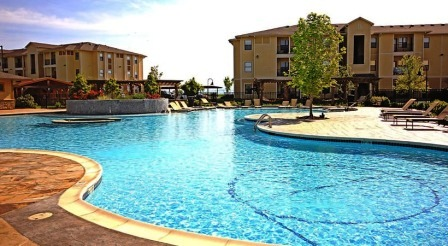 The-Domain-At-Town-Center-Morgantown-WV-Swimming-Pool-Unilodgers