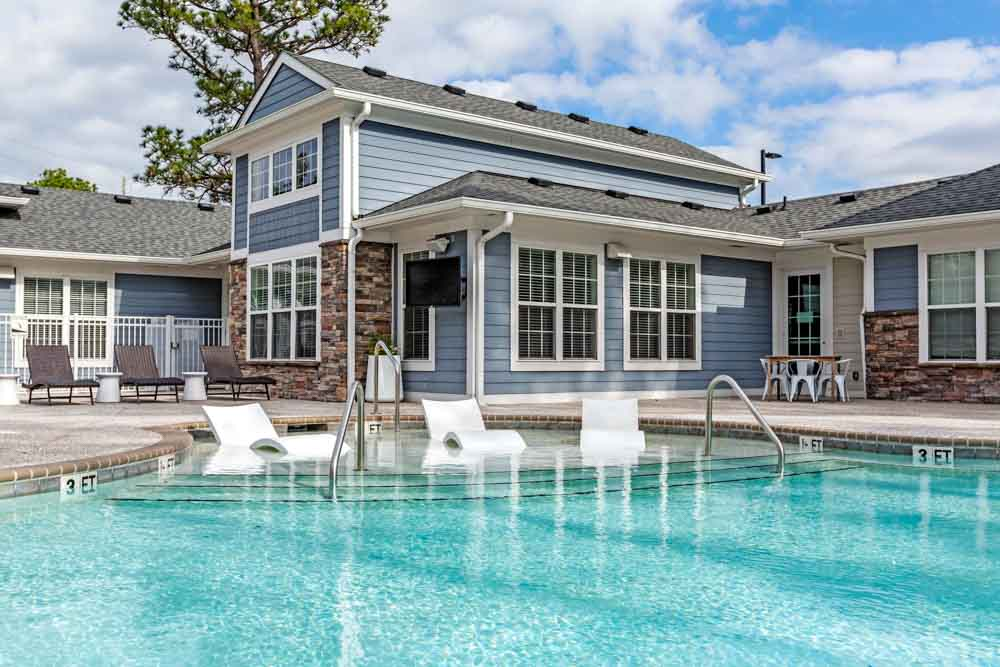 Lighthouse-Student-Living-Wilmington-NC-Swimming-Pool-Unilodgers