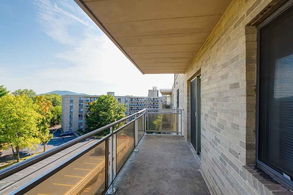 Parkway-Plaza-State-College-PA-Balcony-Unilodgers