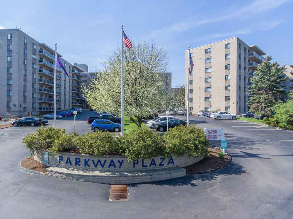 Parkway-Plaza-State-College-PA-Exterior-Unilodgers