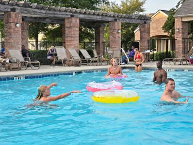 33-East-Greenville-NC-Swimming-Pool-Unilodgers.