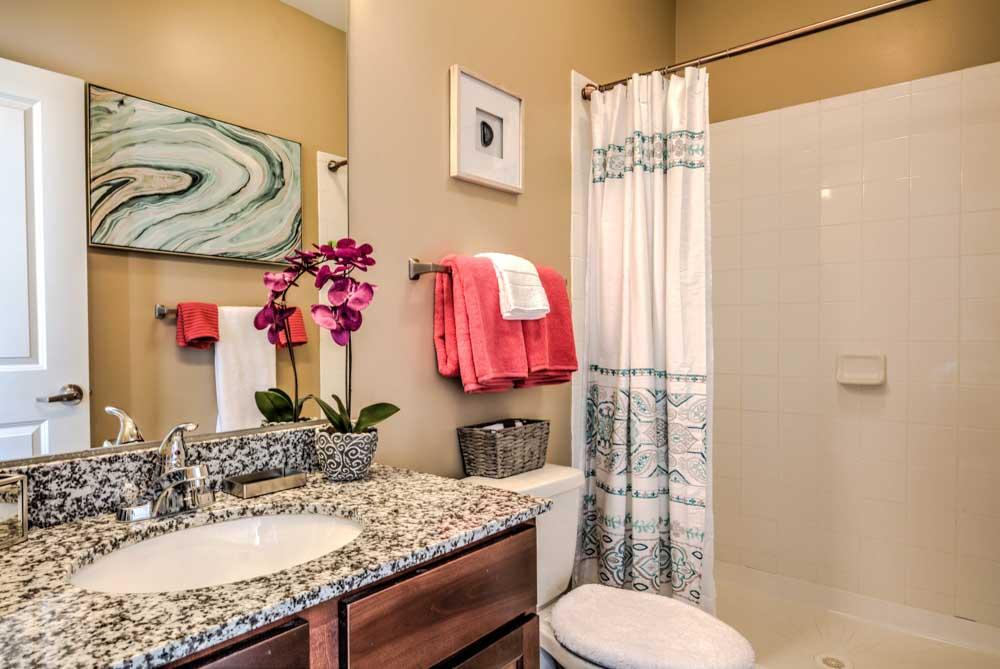 Highland-Square-Oxford-MO-Bathroom-Unilodgers