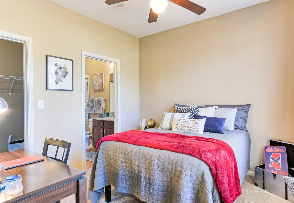 Highland-Square-Oxford-MO-Bedroom-Unilodgers