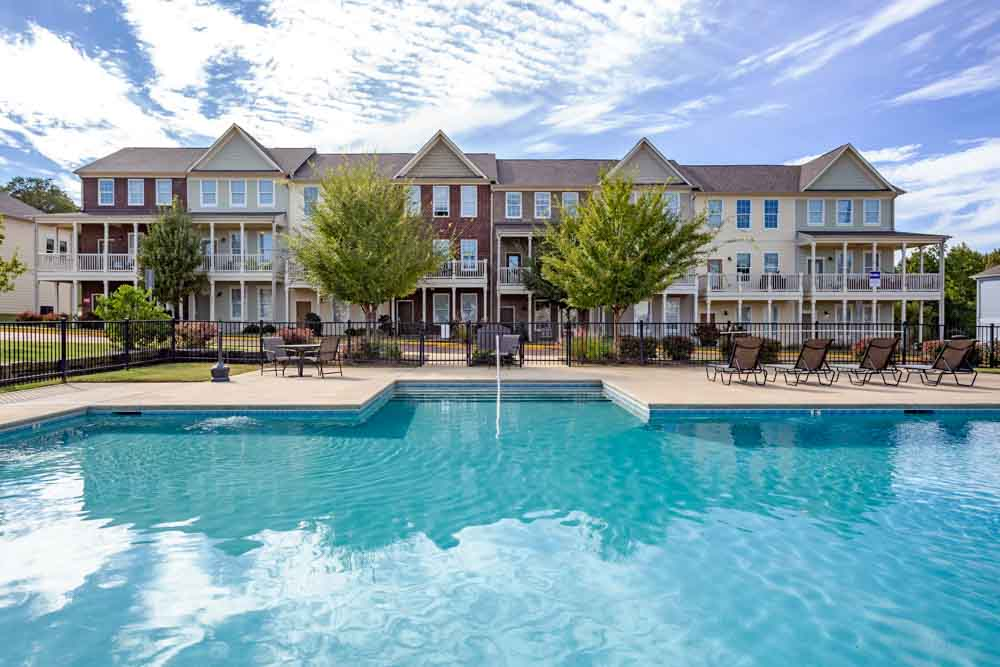 Highland-Square-Oxford-MO-Swimming-Pool-Unilodgers