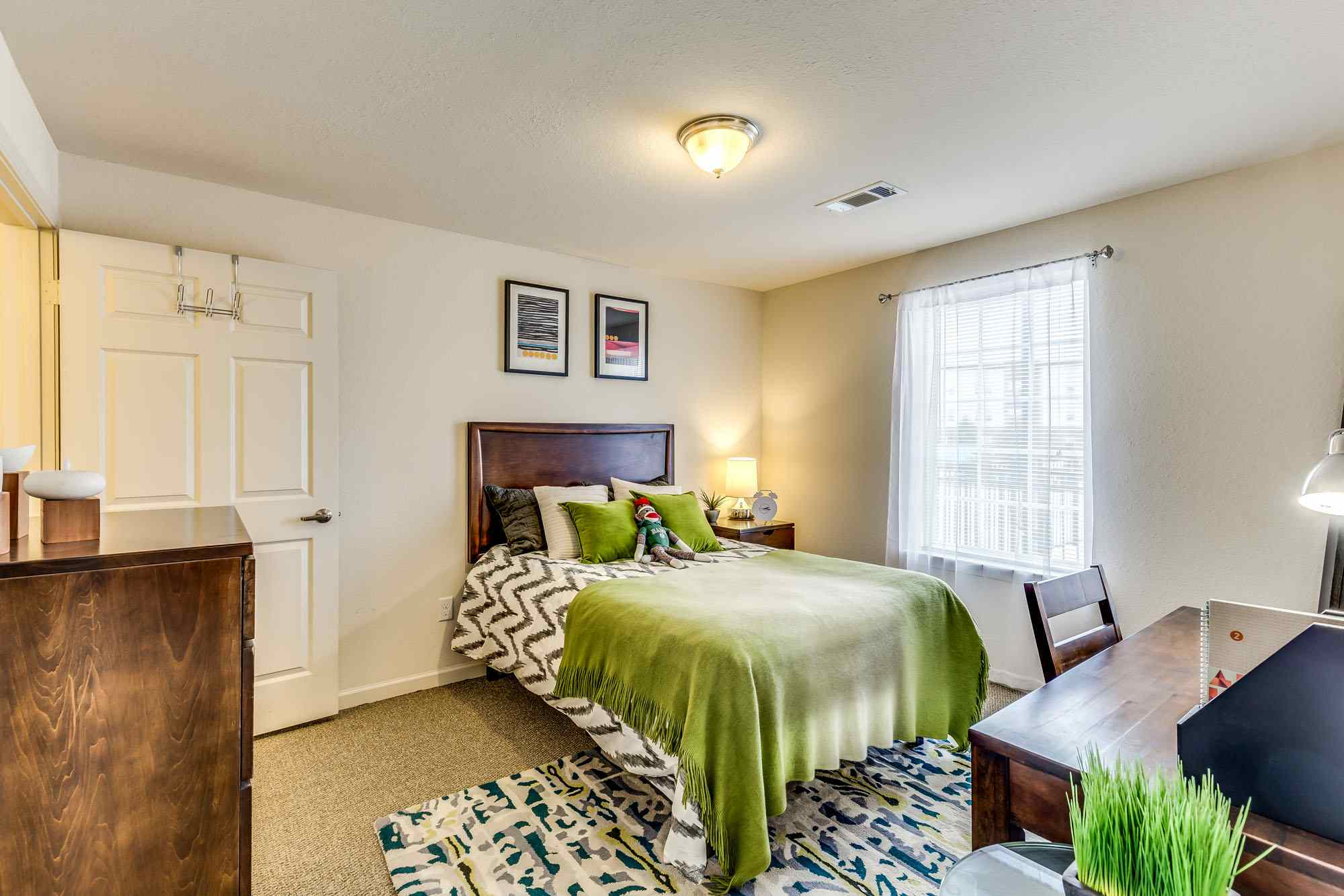 Grove-At-Fort-Collins-CO-Bedroom-Unilodgers