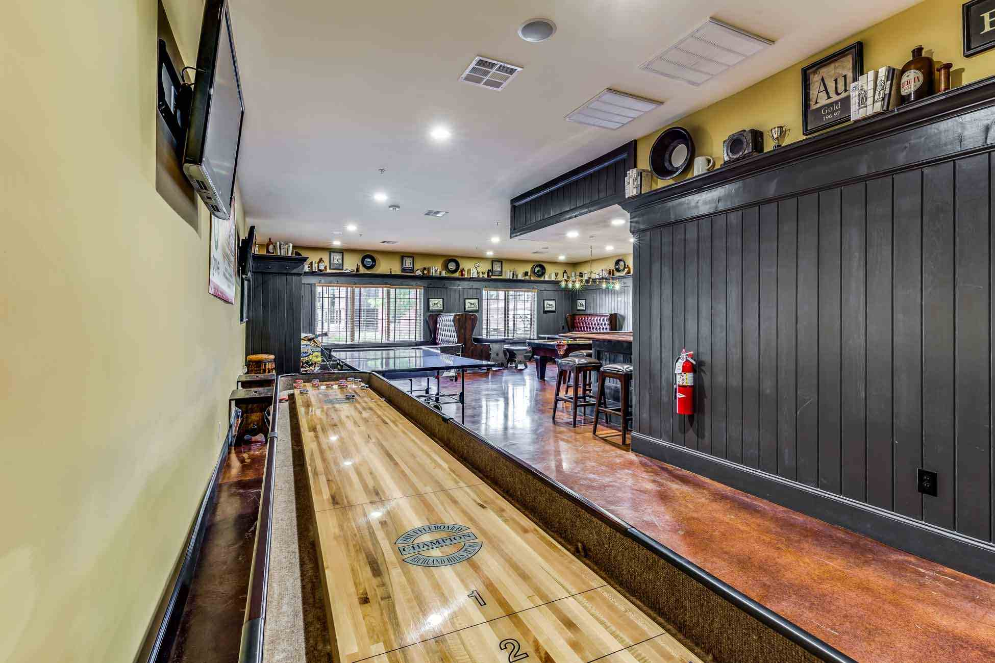 Grove-At-Fort-Collins-CO-Game-Room-Unilodgers